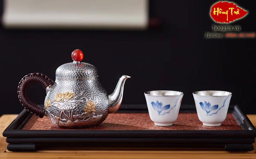 bình bạc pha trà